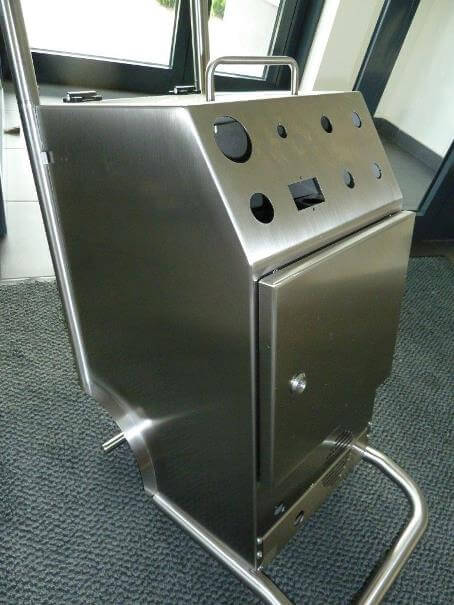 Machine housing/cover made of stainless steel